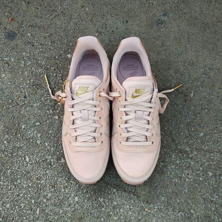 "Nike Internationalist Wmns Premium ""Particle Beige"" Size Wmns - Precio: 9990 (Spain Envíos Gratis a Partir de 99) http://ift.tt/1iZuQ2v  #loversneakers #sneakerheads #sneakers  #kicks #zapatillas #kicksonfire #kickstagram #sneakerfreaker #nicekicks #thesneakersbox  #snkrfrkr #sneakercollector #shoeporn #igsneskercommunity #sneakernews #solecollector #wdywt #womft #sneakeraddict #kotd #smyfh #hypebeast #nike #nikeinternationalist"