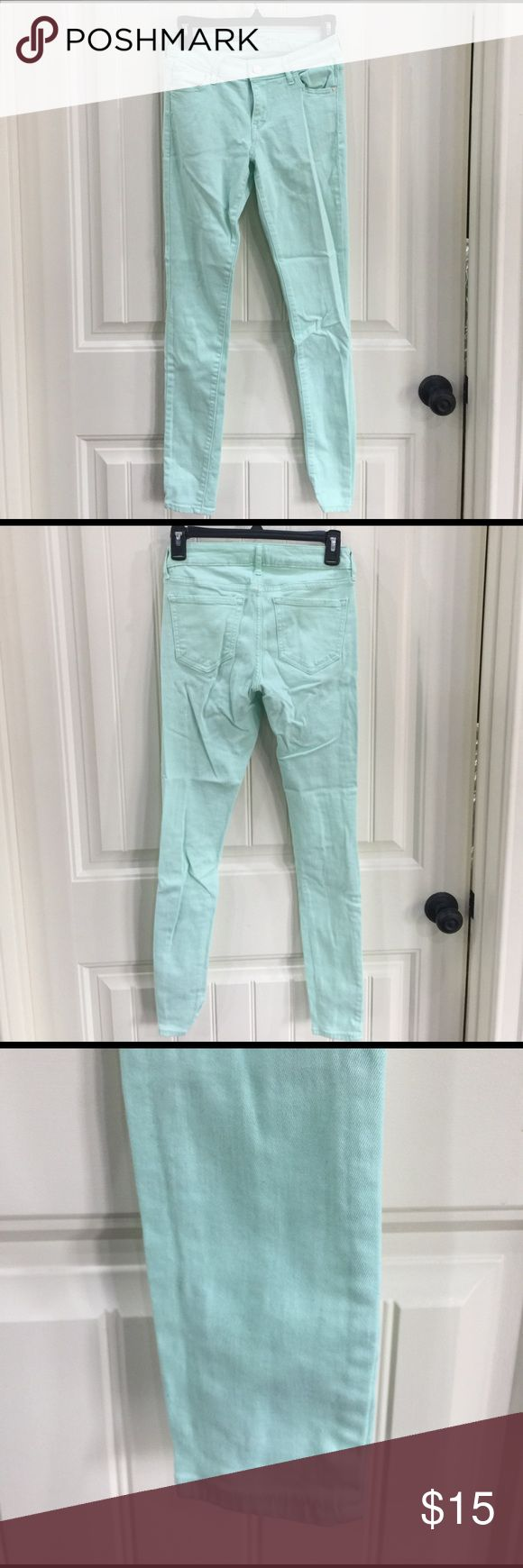 Old Navy Mint Green Skinny Jeans These Old Navy mint green skinny jeans are PERFECT for Spring! They are a tight fit all the way down, mid rise. Size 2 Old Navy Jeans Skinny