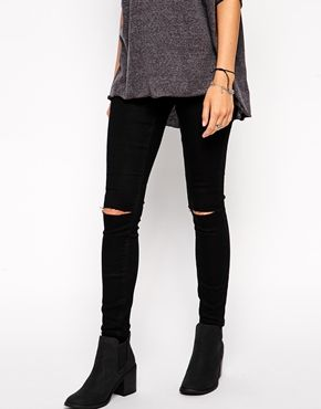 ASOS Jameson Low Rise Denim Jeggings In Clean Black with Ripped Knees - Do you prefer low-rise as opposed to high-waisted jeans? In that case, these are for you :D http://asos.do/J5NfRz
