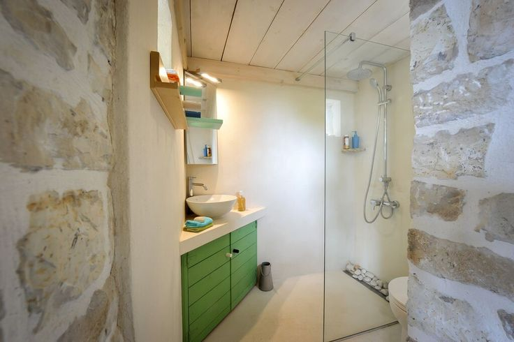 paxos.zoe.bathroom.poolhouse12.jpg