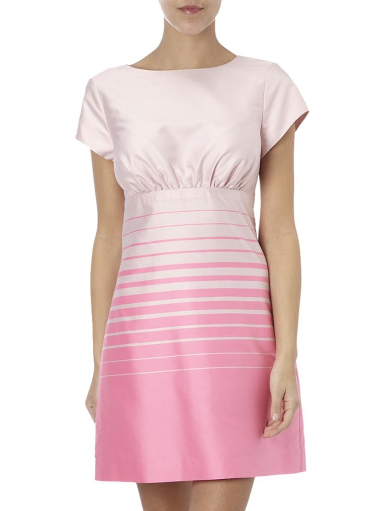Jurkvan Ted Baker in fijne kwaliteit met een streepmotief op de rok. De jurk heeft een ronde hals en korte mouwen en is aan de voorzijde voorzien van plooitjes. Deze gevoerde jurk is verkrijgbaar in roze en sluit met een rits aan de achterzijde. Combineer dit zomerse jurkje met chique sandalen.Maatboog: 1 = XS / 2 = S / 3 = M / 4 = L / 5 = XL