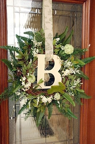 Spring wreath--No instructions attached but pretty much a no brainer.Christmas Wreaths, Ideas, Holiday Wreaths, Doors Decor, Monograms Wreaths, Fall Wreaths, Front Doors Wreaths, Spring Wreaths, Initials Wreaths