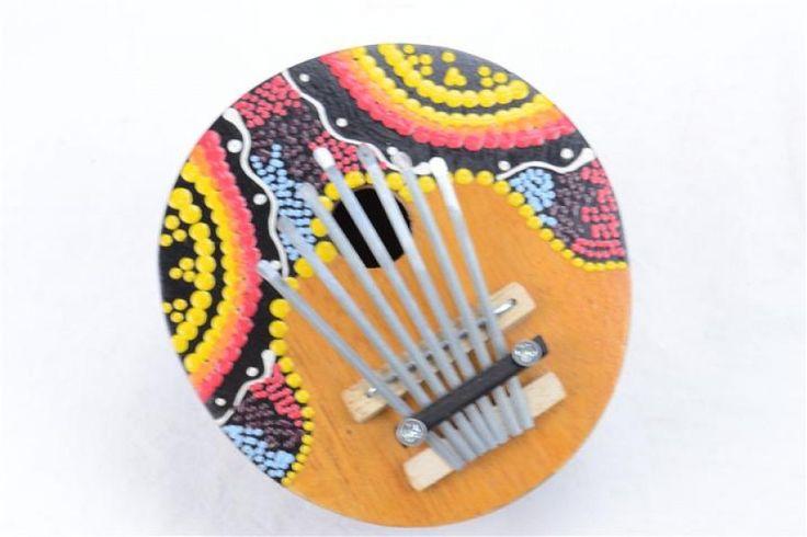 Kalimba (instrument de musique africain) en noix de coco. 9.95€ chez Coco Papaya ! http://www.coco-papaya.com/1148-karimba-kalimba-sanza-guitare-ou-piano-a-pouce-en-noix-de-coco.html#