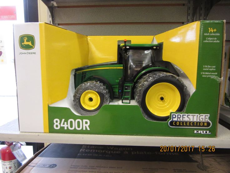 1/16th John Deere 8400R Prestige tractor