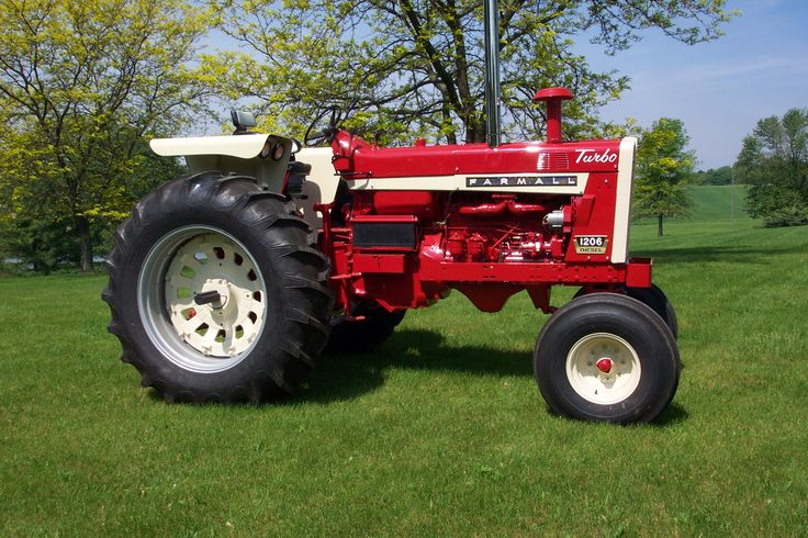 International Harvester's first 100+ Horsepower Row Crop Tractor made from 1965-1967. My father owned a 1966