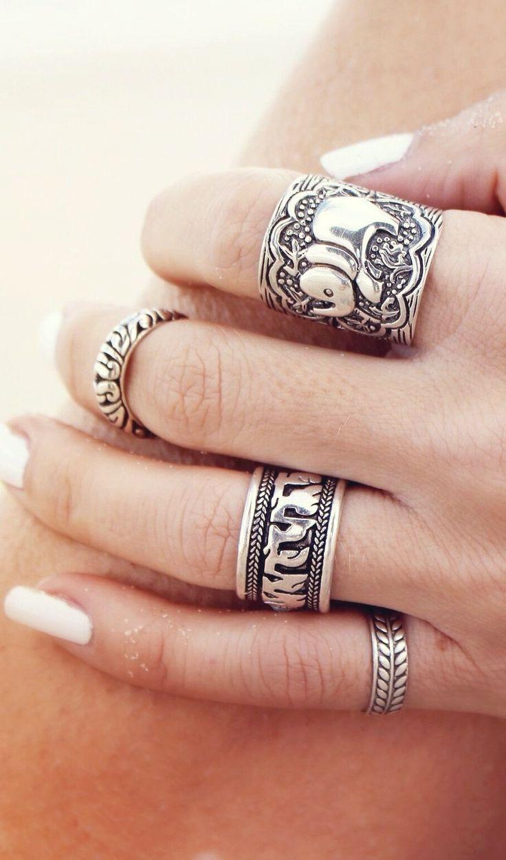 Os acessórios no estilo #boho estão super em alta! Quem curte? #fashion #accessories #rings