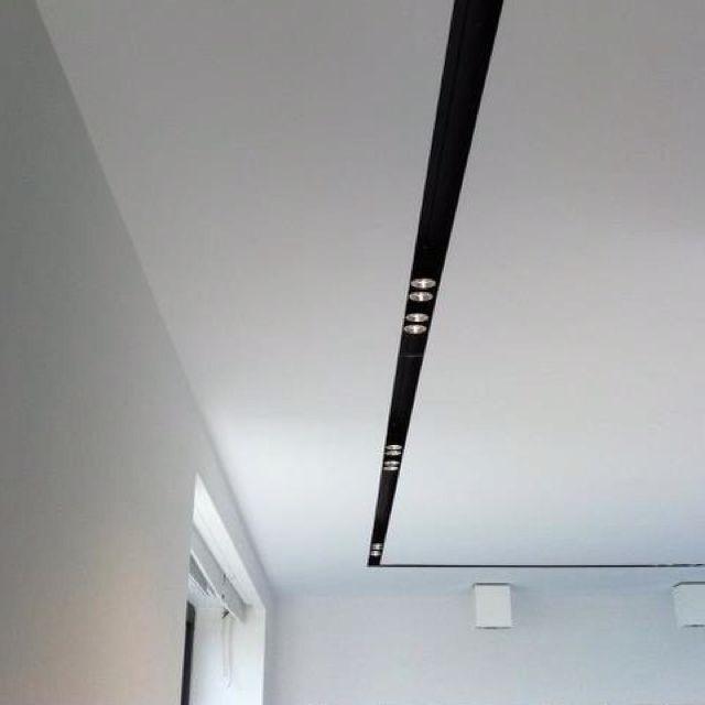 Clean lighting detail inside a white ceiling _ Stahldesign.nl _