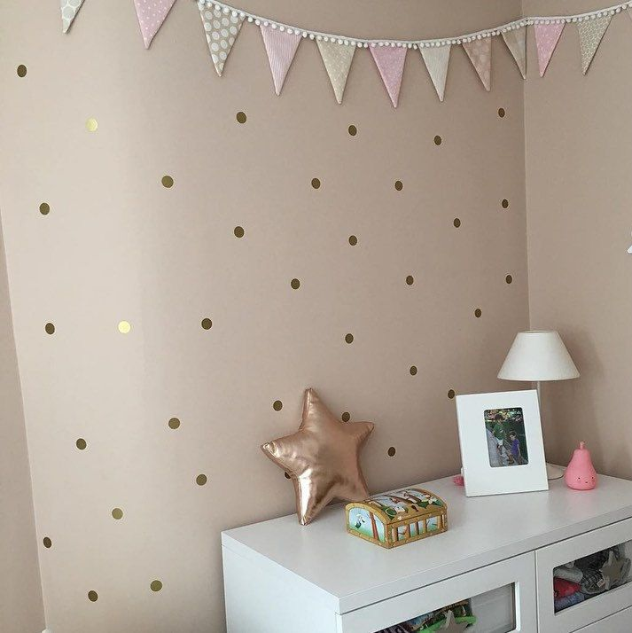 gold polka dots by vinilos de lunares dorados para la pared