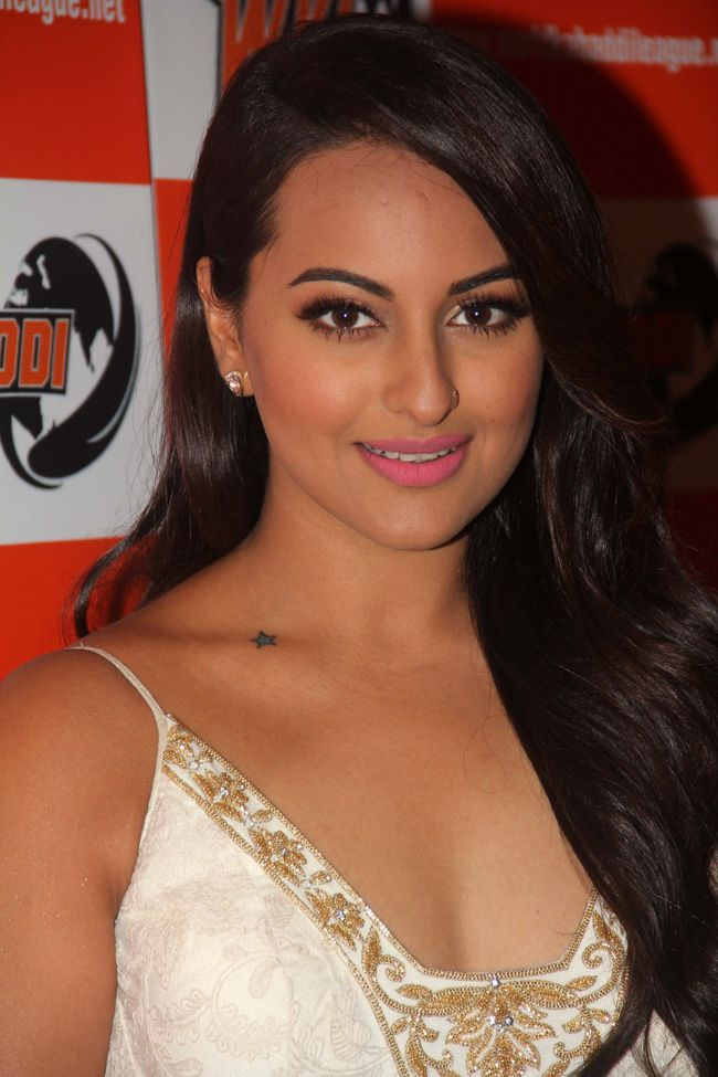 Sonakshi Sinha announces association with World Kabaddi League.
