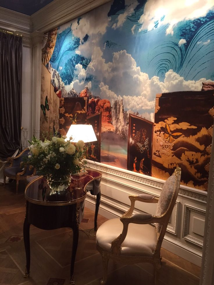 Stand Medea Arredamenti, Salone del Mobile Milano, April 14/19/2015. Printed (Ink-jet) silk palisadeswith a composition by Taroni, on our quality Satin Cuir.