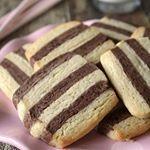 Deze zebra koekjes zijn mijn nieuwe favoriet Lekker bros en met een chocolade streep erdoor yum koekjes cookies zebra baking instabaking bakken
