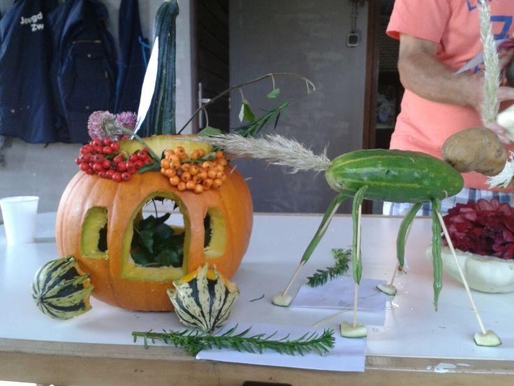 Pompoenkoest Assepoester Benodigdheden: pompoen kalebassen komkommer sateprikkers