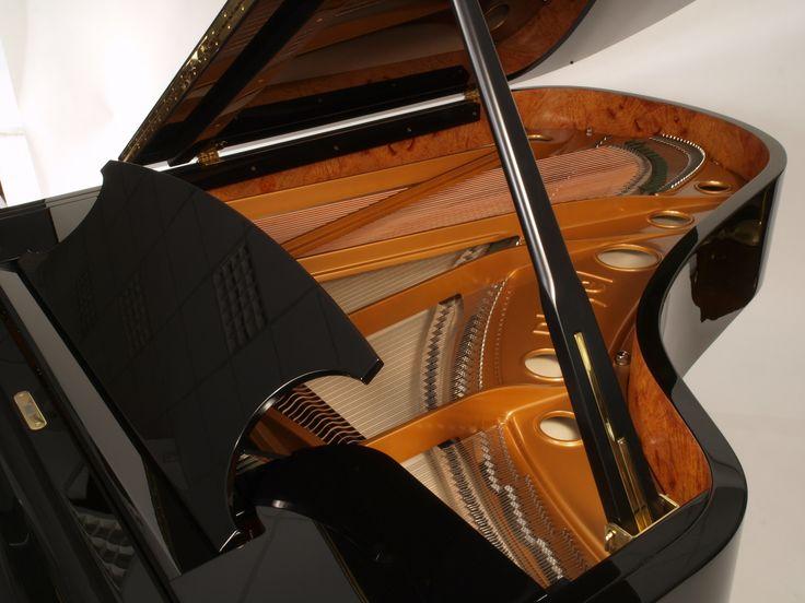 Vue intérieure du piano Pleyel P204 Noir brillant.