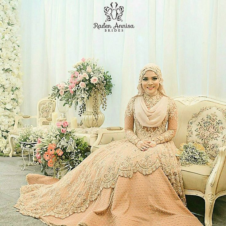 "1,290 Likes, 59 Comments - Muslim Wedding Ideas {106k} (@muslimweddingideas) on Instagram: ""Gorgeous! Love this wedding dress by @radenannisabrides from Indonesia ♥♥♥ . . . #nikah #weddingku…"""