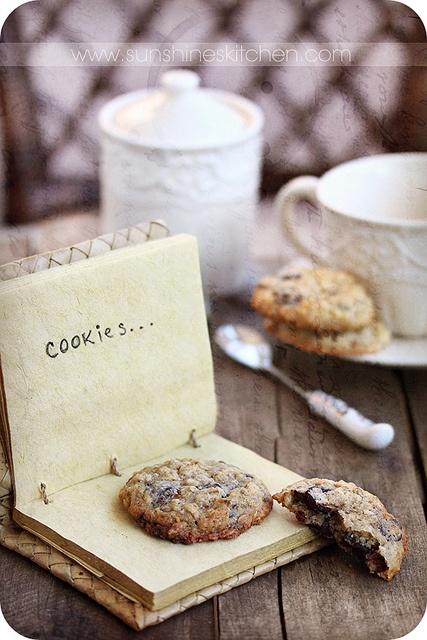 Oatmeal chocolate cookies: Oatmeal Cookies, Photos Cookies, Cookies Crunches, Vintage Wardrobe, Chocolates Cookies, Cookies Vintage, Oatmeal Chocolates, Food Photography, Cookies Jars