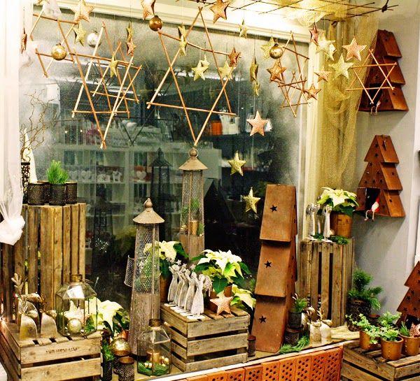http://holmsundsblommor.blogspot.se/2014/12/hjalp-oss-att-vinna.html Julskyltning
