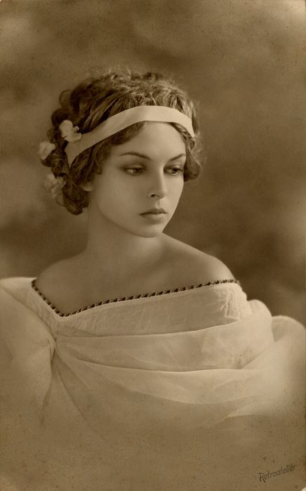 Vintage photos of beautiful women. | antique, beautiful, bride, girl, old, photograph - inspiring picture ...