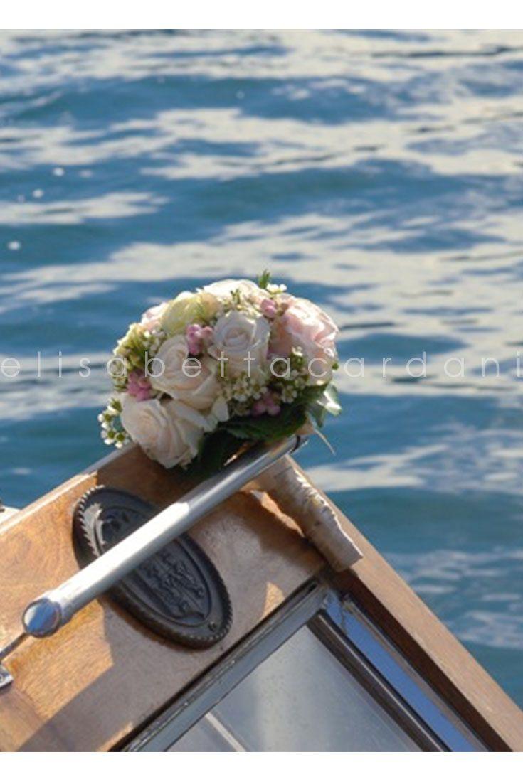 #elisabettacardani #italianstyle #bouquet #boat #lake #wedding #italiacelebrations @marinefonteyne @italyweddings1