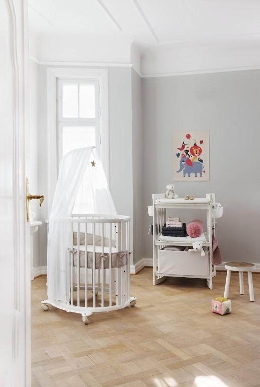 Stokke® Sleepi Mini is the perfect first bed for your baby. Its distinctive oval shape provides your baby with a sense of security by creating a cozy nest-like environment.
