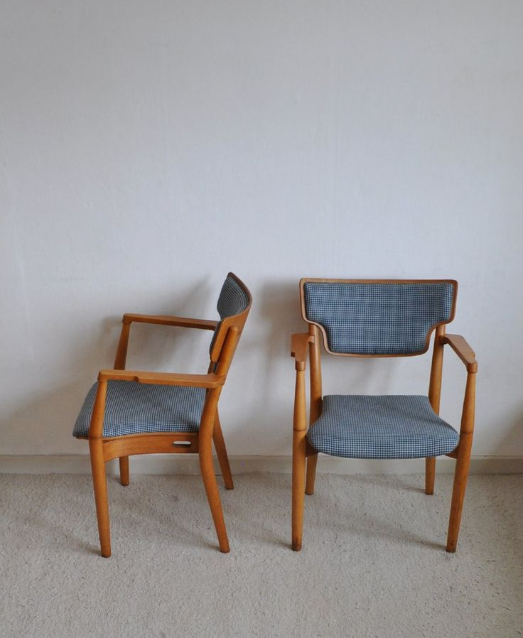 A rare pair of Portex armchairs designed by Peter Hvidt & Orla Mølgaard-Nielsen and produced by Fritz Hansen around 1940. New upholstery, frame made of beech.