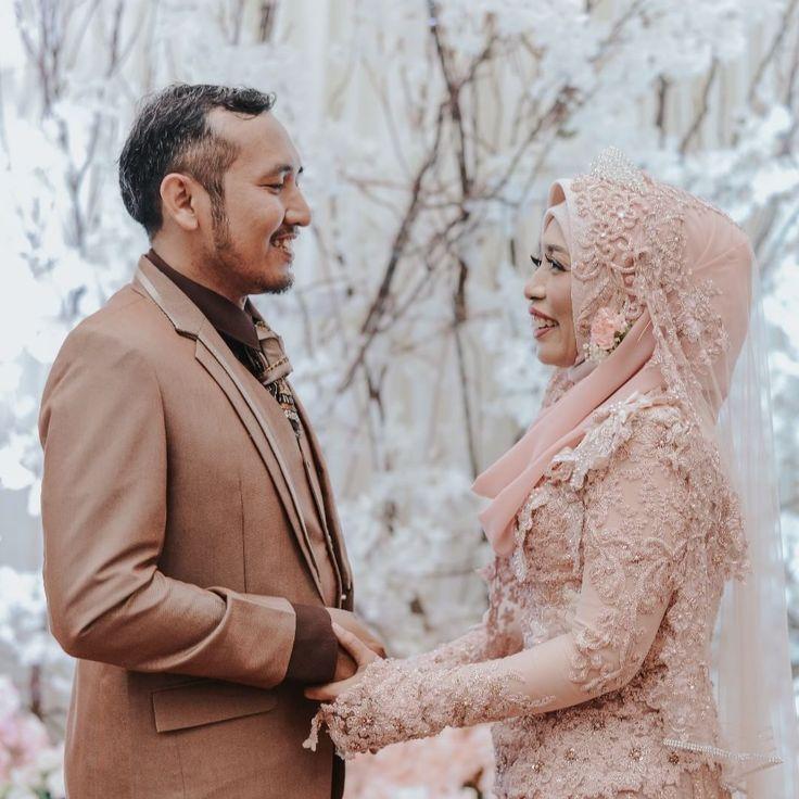 """232 Likes, 3 Comments - Laksmi Wedding Muslimah (@laksmimuslimah) on Instagram: """"Pada akhirnya, bukan cantik yang membuat jatuh cinta. Bukan pula ketampanan yang membuat bertahan.…"""""""