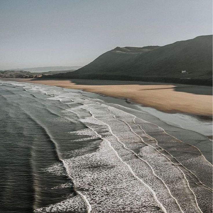 📍Rhossili, United Kingdom 🇬🇧 📷: Lydia Harper . . . . . . . #ArrivalGuides #unitedkingdom #rhossili #beach #coast #nature #landscapephotography #wanderlust