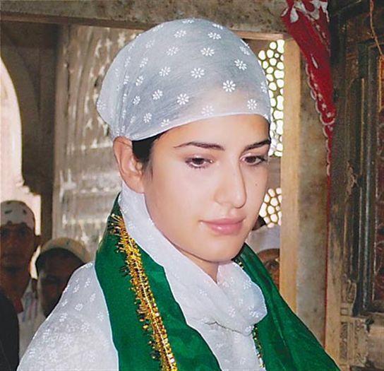 Katrina Kaif, कैटरीना कैफ चिश्ती की दर पे.. @ Ajmer Sharif