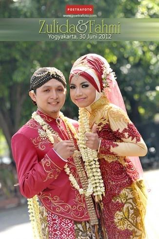 Javanese Muslim Wedding Dess Photo: Foto Narsis Asik Pengantin Berdua di Jogja Indonesia, http://wedding.poetrafoto.com/wedding-photo--foto-narsis-asik-pengantin-berdua_330