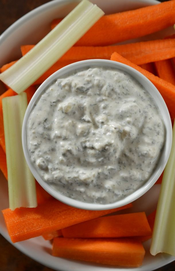 Healthy Homemade Ranch Dip - This vegetable dip is made with a blend of dried herbs, lemon and Greek yogurt. The perfect healthy snack! #WeightWatchers