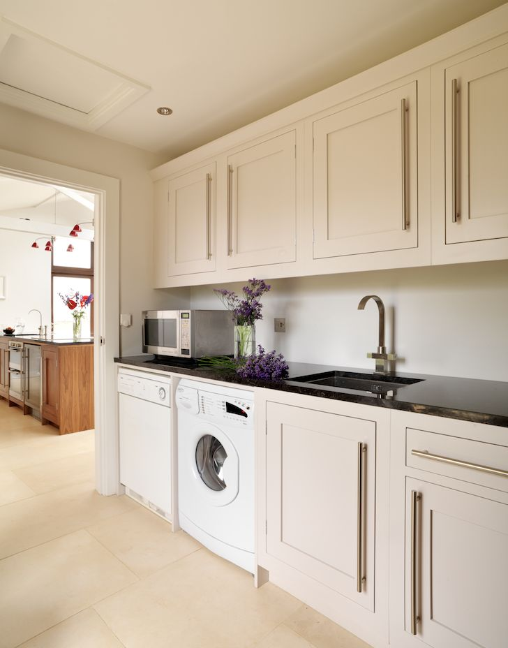 A Harvey Jones bespoke Shaker utility room.  #utilityroom #kitchendesign #shaker