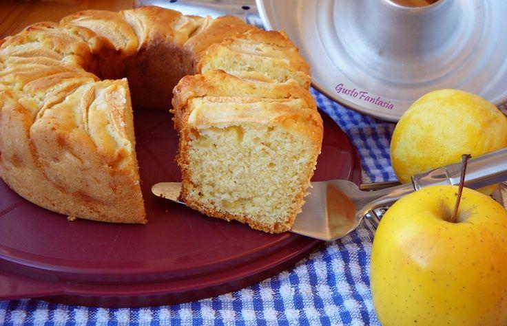 Ciambella alle mele nel fornetto Versilia, dal sapore intenso che ricorda la cucina delle nostre nonne, altissima e molto soffice ottima per la colazione ..