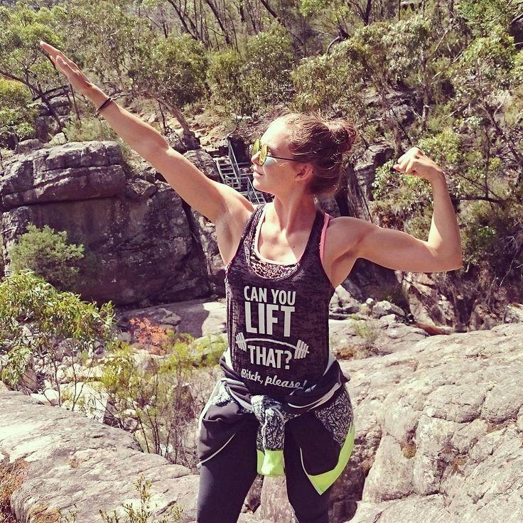 Today's #flexfriday you guys.  #flextilyourfamous #arnieflex #arnoldschwarzenegger #flexing #gunshow #iifymgirls #thesportsmodelproject #hardcoreladies #bodybuilding #flexingladies #girlswithmuscle #girlswholift #doyoueven #fridayfunday