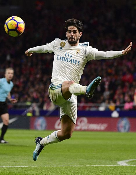 Real Madrid's Spanish midfielder Isco kicks the ball during the Spanish league football match Atletico Madrid vs Real Madrid at the Wanda Metropolitan stadium in Madrid on November 18, 2017. / AFP PHOTO / PIERRE-PHILIPPE MARCOU