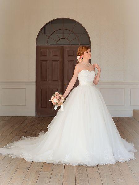 Cinderella & Co.  (シンデレラ・アンド・コー)  エアリーなドレスにレースが可憐なウェディングドレス SS3866