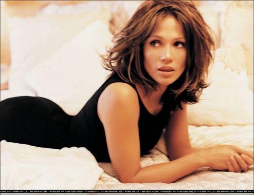 Jennifer Lopez messy bob