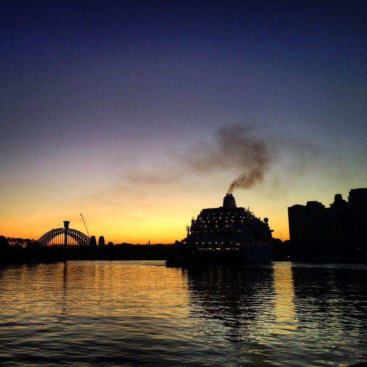 Arriving ship Sydney