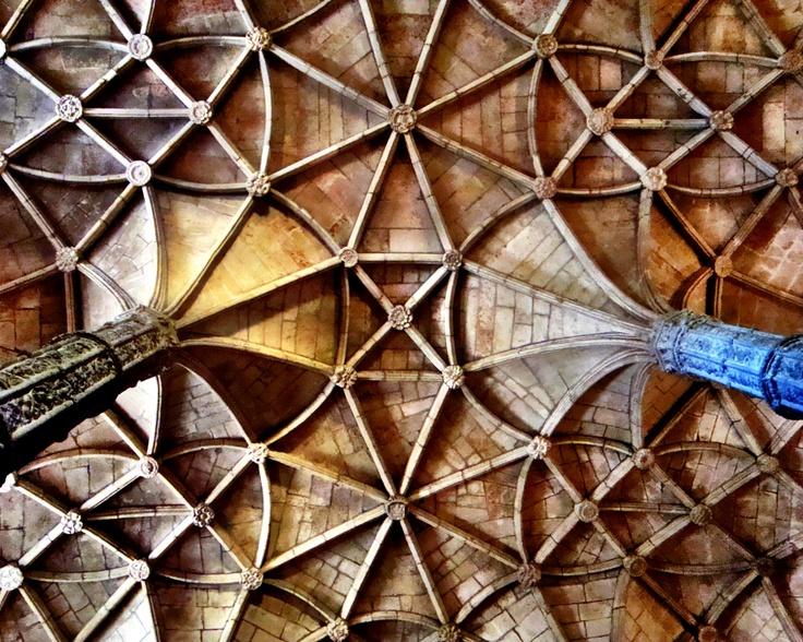 Mosteiro dos Jerónimos, Lisboa, Portugal, aspecto do cruzamento de ogivas a imitar os tectos em forma de palmeira