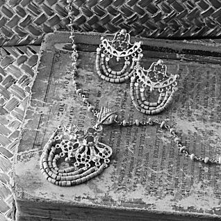 22. After the art studio we went into a jewelry shop. The jewelry was very beautiful. The jewelry was specifically for women.
