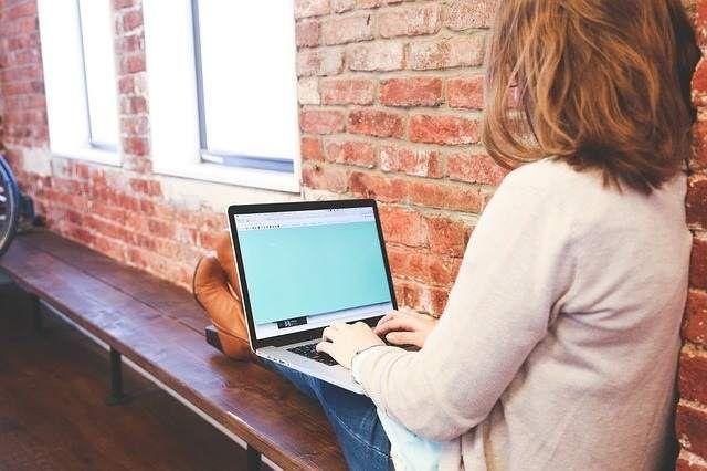 ¿Publicas fotos de tu hijo en internet? Un 54% de los padres sí lo hace y no conoce sus riesgos http://www.20minutos.es/noticia/2836102/0/padres-poco-informados-riesgos-internet-facebook-redes-sociales/ via @20m