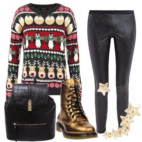 Il tipico maglione natalizio in versione rock con leggings simil pelle, anfibi oro, zainetto black e orecchini asimmetrici. Un look per le giovanissime, divertente e fuori dal comune.