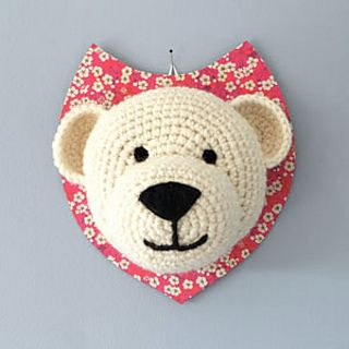"""Voici sur mon blog le tuto de l'ours blanc pour crocheter le trophée qui m'a permis de faire partie des gagnantes du concours """"nos amis les ours"""" du magazine Marie-Claire idées."""