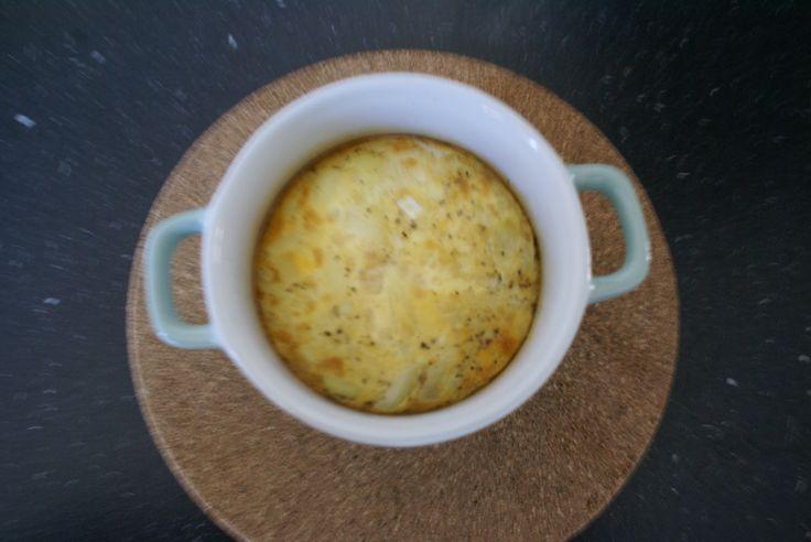 Een gebakken ei uit de Airfryer In dit recept leggen we kort uit hoe je een gebakken ei uit de Airfryer kunt maken en hoe je een simpele omelet of roerei kunt maken. Deze receptjes zijn voor 1 persoon. Ingrediënten gebakken ei – 1 ei – Peper – Zout – Ovenschaaltje Klaarmaken van de gebakken …