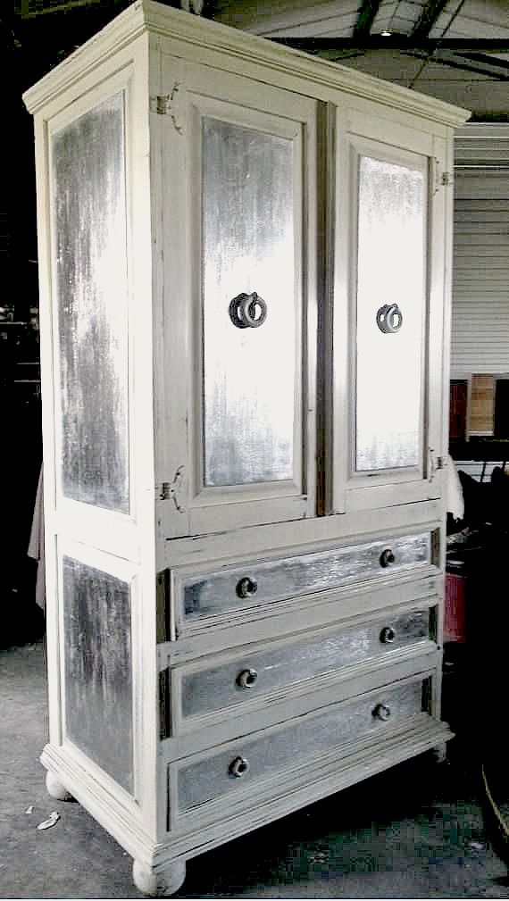 FAUX get me nots using Artisan Enhancements Leaf and Foil Size, Silver Foil, and Clear Topcoat Sealer. The base was painted with Old White Chalk Paint®.