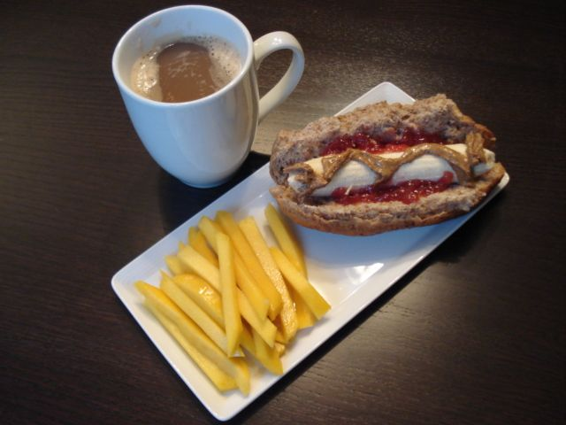 PBJ Banana 'Hot Dogs' & Mango 'Fries' by katheats.com: Healthy & fun! #Kids #Peanut_Butter_ Banana_Hot_Dog #Mango_Fries #katheats