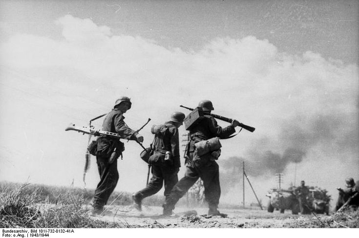 Troops of the German Army Division 'Grossdeutschland' with Gewehr 41 rifle and MG42 machine gun, Soviet Union, 1943-1944