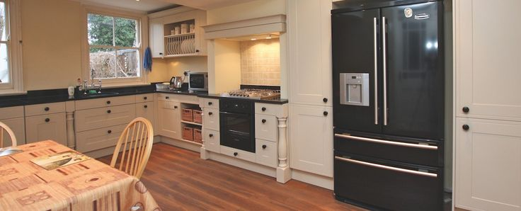 Country L-shaped kitchen