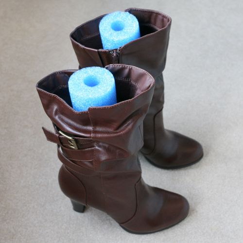 Summer inspired solution! Slide a pool noodle into your winter boots for wrinkle free storage all season long! #LifeHack