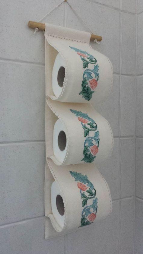 Hoy tengo para ti esta propuesta para hacer un lindo porta papel higiénico o porta rollos. Son ideas fantásticas que lucirán de maravilla en tu baño, cada uno está hecho de manera diferente con materiales fáciles de conseguir, como fieltro, foami, algodón, felpa, etc. ya verás lo hermoso que quedan estos guarda papel higiénicos, y lo …