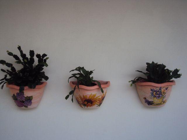 Eu Amo Artesanato: Pintura de primer em vaso plástico, fórmica e móve...
