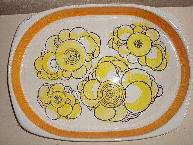 "RÖRSTRAND ""Canaria"" - 1960s. #trendyenser #rörstrand #canaria #swedish #design #retro #dinnerware #dish #fad #svensk #sælges #forsale on www.TRENDYenser.com."